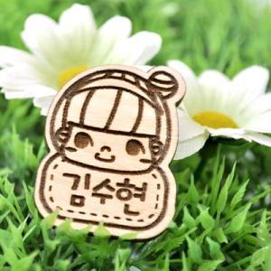 [韓国雑貨]原木のハングルイニシャルネーム タッグ[巻き髪の少女][韓国文房具][可愛い][かわいい][韓国 お土産]|seoul4