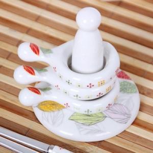 [韓国雑貨]韓国の食卓ならでは お箸とスプーンを仲良く置ける -リング型 箸置き-[5P+支え棒 / リーフ柄][韓国食器][可愛い][かわいい]13K215020619498|seoul4