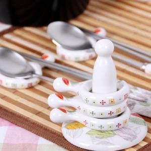 [韓国雑貨]韓国の食卓ならでは お箸とスプーンを仲良く置ける -リング型 箸置き-[5P+支え棒 / リーフ柄][韓国食器][可愛い][かわいい]13K215020619498|seoul4|02