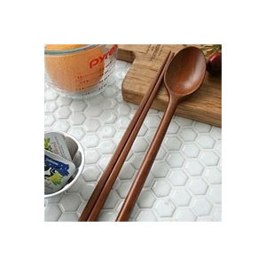 [韓国雑貨]これがないと始まらない スッカラ&チョッカラ 優しい木目のお箸&スプーン[2膳セット][韓国食器][可愛い][かわいい][韓国 お土産]|seoul4
