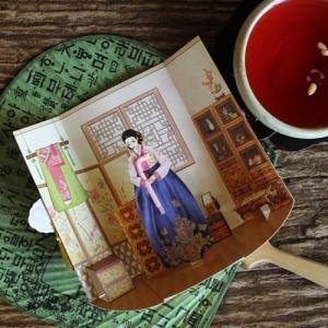 [韓国雑貨]ずーっと飾ってもらえる?SOMSSI韓服女性とそのお部屋ポップアップカード [韓国 お土産][可愛い][かわいい][文房具][文具]TBT868814|seoul4