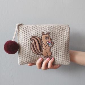 [韓国雑貨] 毛糸のやさしい素材感と抜けたイラストが  KNIT POMPOM POUCH [ファッション] [輸入雑貨] [かわいい] [バッグ] 13k215023016754|seoul4
