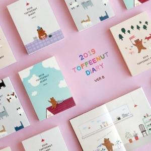 [韓国雑貨]まるで絵本のようにイラスト盛り沢山のダイアリー 2019 TOFFEENUT DIARY VER.8《2019年韓国暦》[文房具][文具]|seoul4