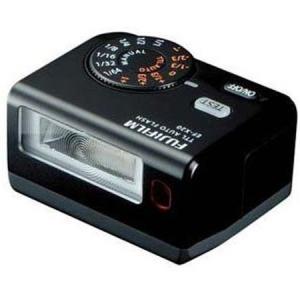 デザインやバランスを重視し、ガイドナンバー20で独自の高精度TTL自動調光が行えるTTL型外部フラッ...