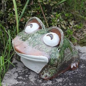 信楽焼 9号笑い目蛙 縁起物 カエル お庭 玄関先 陶器 蛙 子宝 金運 健康運 陶器かえる  カエ...