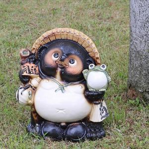 信楽焼 10号蛙持ち狸  たぬき  タヌキ 陶器たぬき 狸 たぬき置物  狸 名前入れ 名入れ かえる カエル  ta-0295|shigaraki