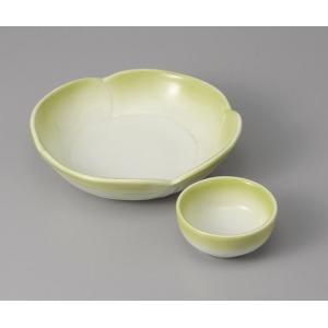 刺身皿と醤油小皿のセット。多彩な料理に対応できる業務用和食器です。 サイズ:花型刺身鉢:W15.2×...