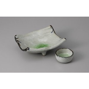 刺身皿と醤油小皿のセット。多彩な料理に対応できる業務用和食器です。 サイズ:刺身皿:W17×D15....