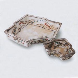 間取花が可愛らしく、親しみのある上品さが漂う刺身鉢と醤油小皿のセットです。  内容:刺身鉢×1、小皿...