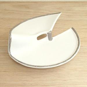 他にはない2段に盛り付けができる刺身皿です。お揃いの醤油皿もご用意がございます。  サイズ:W21....