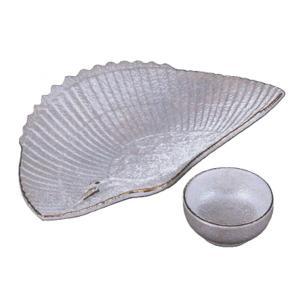 鶴の模様が美しく、上品な向付と醤油小皿のセットです。 内容:向付×1、ちょこ×1 サイズ: 向付:W...
