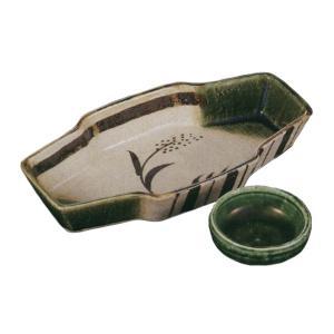 織部の緑が美しく落ち着きのある向付と醤油小皿のセットです。  内容:向付×1、小皿×1 サイズ: 向...
