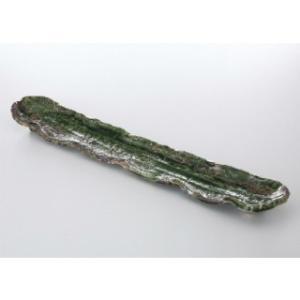 織部らしい緑釉と刷毛目の跡が勢いよく走っているデザインが自然を感じさせる長皿です。  サイズ:W46...