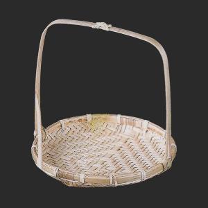使い込むほどに愛着が増してくる、素朴で風情のある手付竹カゴです。  【サイズ】W18×H18cm 【...