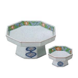 縁に花が描かれ、高台の形に品格を感じる八角の刺身皿と醤油小皿のセットです。  【サイズ】皿:W16....