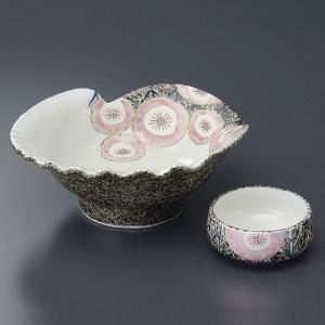 まるで貝殻のようなデザインで、豪華な印象の刺身皿と醤油小皿のセットです。  【サイズ】皿:W17×D...