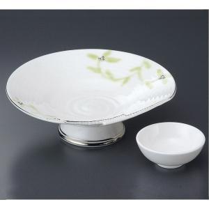 唐草が描かれた上品な刺身皿と醤油小皿のセットです。  【サイズ】皿:W19.3×D16.5×H6cm...