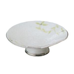 唐草が描かれた上品な刺身皿です。お揃いの醤油小皿もご用意しています。 刺身や揚げ物などのお料理も綺麗...