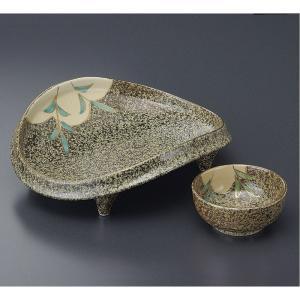 どっしりと落ち着いた色に芦の絵が描かれた刺身皿と醤油小皿のセットです。  【サイズ】皿:W18×D1...