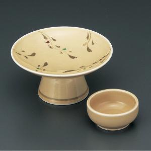 優しいオレンジ色と高台の形に品格を感じる刺身皿と醤油小皿のセットです。  【サイズ】皿:W15.2×...