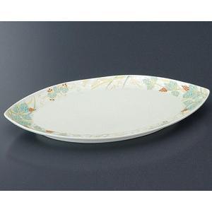渕回りに葉と実が描かれた焼物皿です。焼物や寿司などを美しく盛り付けできる和食器です。  【サイズ】W...
