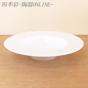 中央にくぼみのある平型のスープ皿。パスタ料理にも最適 サイズ:W24.1×H4.5cm 材 質:磁器...