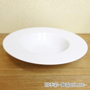 ドット模様が美しいスープ皿です。白の気品ある丸プレートです。  サイズ:W24.1×H4.5cm 材...