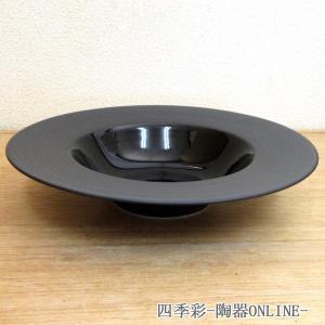 中央にくぼみのある平型のスープ皿。パスタ料理にも最適 サイズ:W24.1×H4.5cm/約410cc...