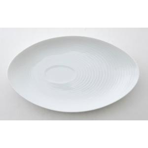 ピュアホワイトの美しさとシンプルな形やデザインが人気のオーバルプラターです。 リム(食器の外枠)に幾...