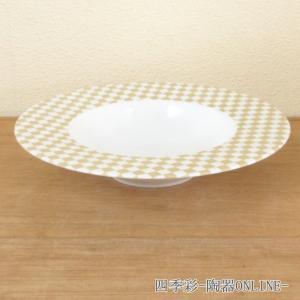 料理の色も映える市松模様が美しいスープ皿です。ベージュの気品ある丸プレートです。  サイズ:W24....