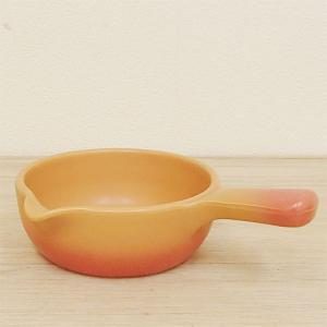 グラタンやシチューの器として、チーズフォンデュやバーニャカウダのソースパンとしても使える万能な片手鍋...