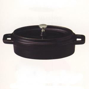 直火でもIHでもOKの鉄製ココット鍋。保温性に優れているので煮込み料理やフォンデュなどの料理におすす...