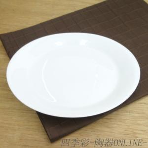 白磁のホワイトが美しく、繊細なラインが魅力的なデザインのケーキプレート。 レストラン、ホテルへの器の...