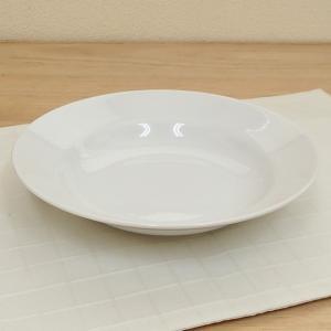 シンプルでプレーンな白いスープ皿です。業務用食器として、定番デザインのシンプルで使いやすいスープボウ...