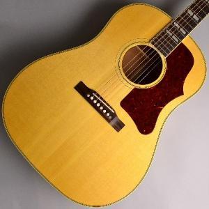Gibsonアコースティックギターを代表するJ-45と同等の基本スペックを持ちながら指板やヘッド部の...