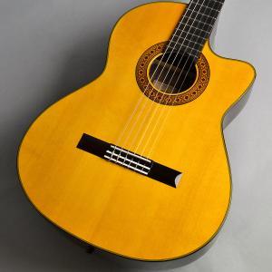 国産ギターの代名詞とも言える存在のK.Yairi。ナイロンエレクトリックシリーズ のCE1はL.R....