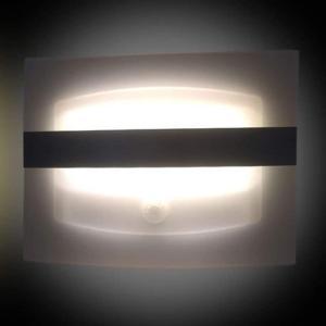 上品な間接照明センサーライト 配線工事不要 電池式 人感 明るさセンサー 搭載 木漏れ日 LEDライ...