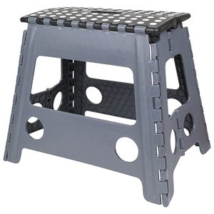簡単に開いて使える、簡単に閉じてしまえる便利な折りたたみ踏み台です。