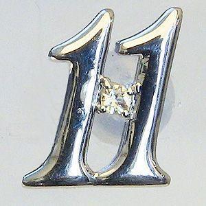 ラッキーナンバー11 タイニーピン ホワイトゴールド 11月誕生石 インペリアルトパーズ|shinjunomori