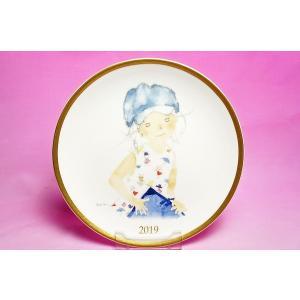 いわさきちひろ◆2019年イヤーズプレート「スケッチブックを持つ青い帽子の少女」|shokki