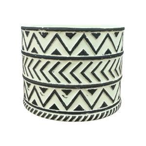 人気の模様が入った鉢カバー。クリームとブラウンの2色をご用意。それぞれブラック、ホワイトの着色です。...