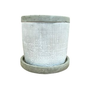 縦と横、まっすぐな溝がぴっちり彫りこまれた繊細な柄のセメントポット。土(セメント)を練ってつくる植木...