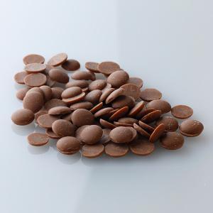 国際規格で「総カカオ固形分35%以上、カカオバター31%以上、無脂カカオ固形分2.5%以上、カカオバ...