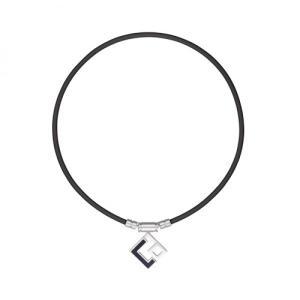 「コラントッテ TAO ネックレス AURA」は手仕上げのブランドマークが印象的な、トップデザイン。...