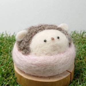 【asamame】 ハリネズミさん ひょっこり ピンクッション ブラウン(ピンク) a04-006 【メール便対応】|shopfreddo