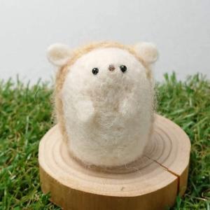【asamame】 つぶらな瞳の臆病なハリネズミさん ブローチ ベージュ a04-013 【メール便対応】|shopfreddo