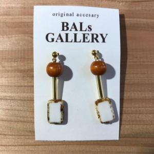 【BALs GALLERY】 スクエア ピアス '- ホワイト 【メール便対応】|shopfreddo