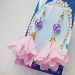 【空想少女は暁に微笑む】 紫のフラワータッセル ピアス 【メール便対応】|shopfreddo