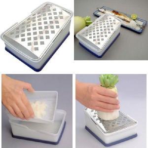 プロおろし2 おろし金 便利な水切り付き・手入れ簡単・様々な食材に/特殊目立てで大根に繊維を切りながらおろす。|shopkazu