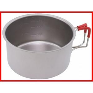 フィールドでの利便性を追求したチタン製のマグカップ 。各食料の適正湯量を記した目盛は、燃料と水の節約...